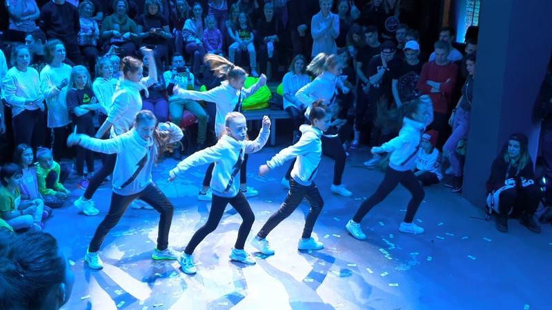 Дети классно танцуют Шафл 🔥 Небо голубое, спрячь мои покои