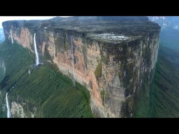 Откуда берут начало водопады на плоской горе Рорайма в Венесуэле