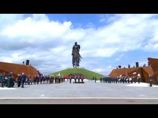 Путин и Лукашенко на открытии Ржевского мемориала Советскому солдату