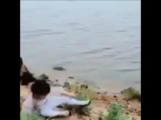 Не лезь в воду. Я сам достану