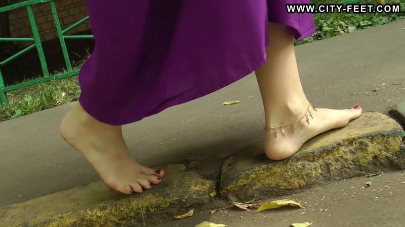 City-Feet.com - Barefoot tease - Liza [1]