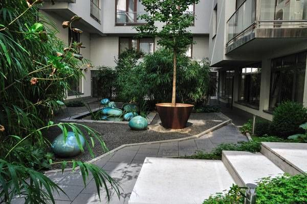 Paulay Courtyard Garden, by Ujirany/New Directions