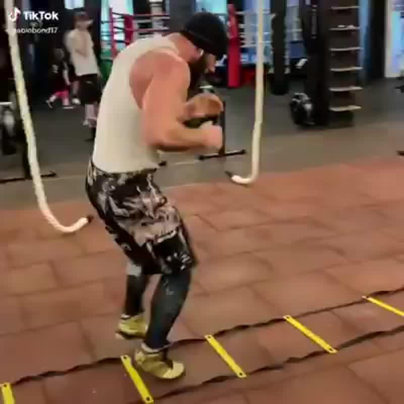 Мощная тренировка ног боксёра