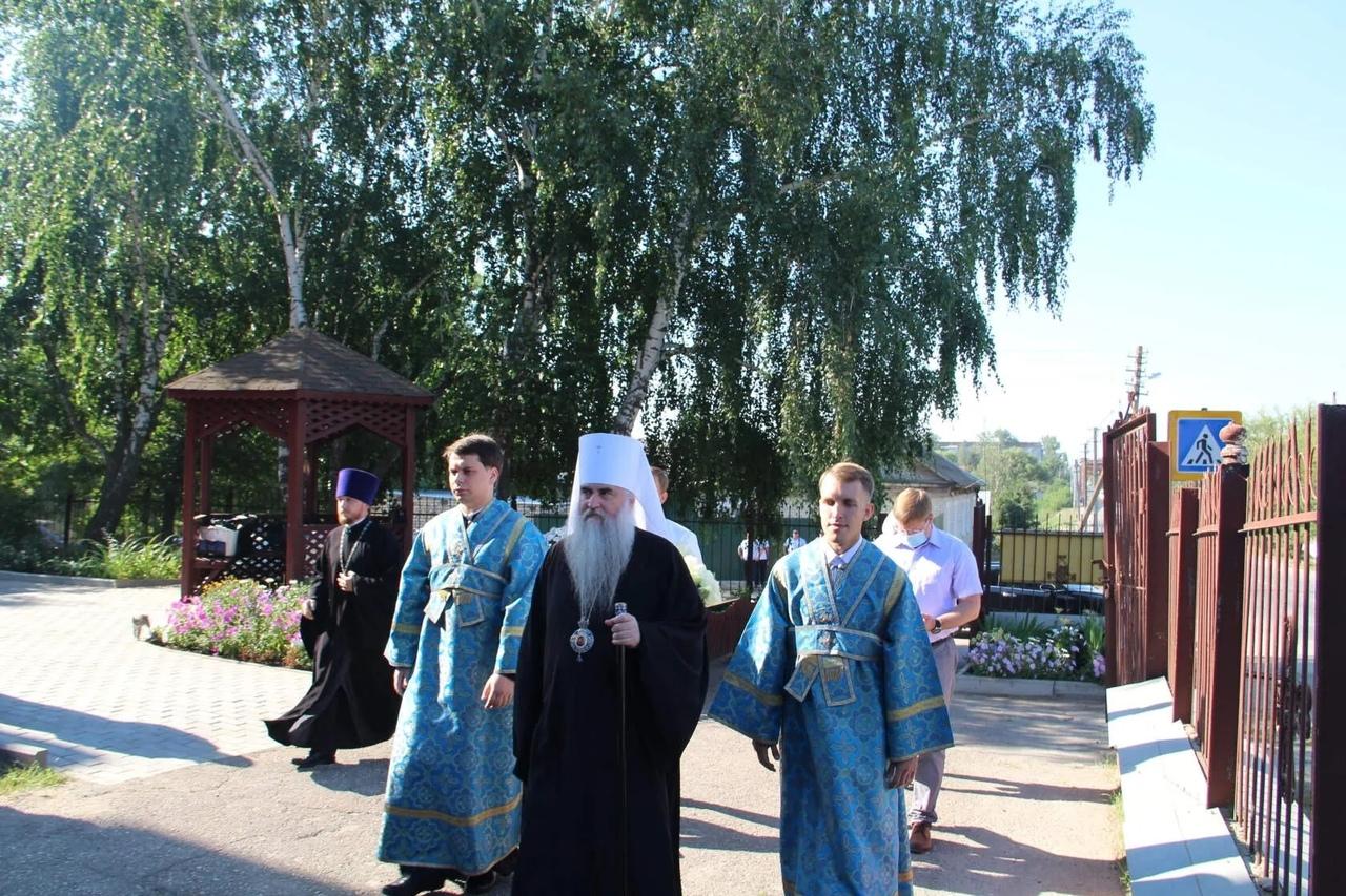 Митрополит Саратовский и Вольский ЛОНГИН провёл богослужение в Казанском храме Петровска