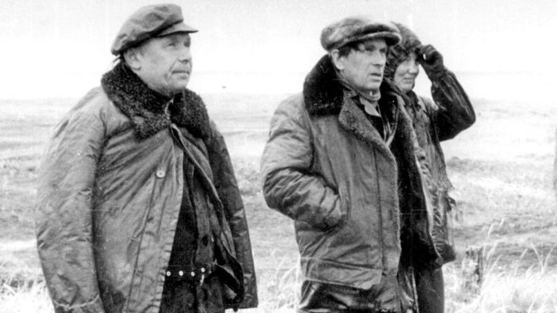 Александр Михайлов, Фёдор Абрамов и Лариса Толкачёва в Пустозерске, 1981 год