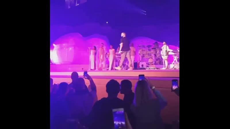 Rihanna Drake - One Dance (The Forum, Los Angeles, 04.05.2016)