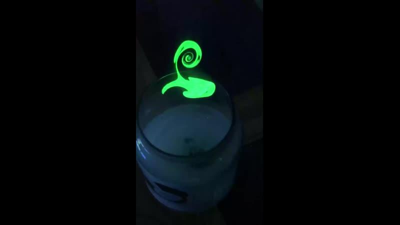 Если над свечой включить лазер можно увидеть как выглядит дым в разрезе