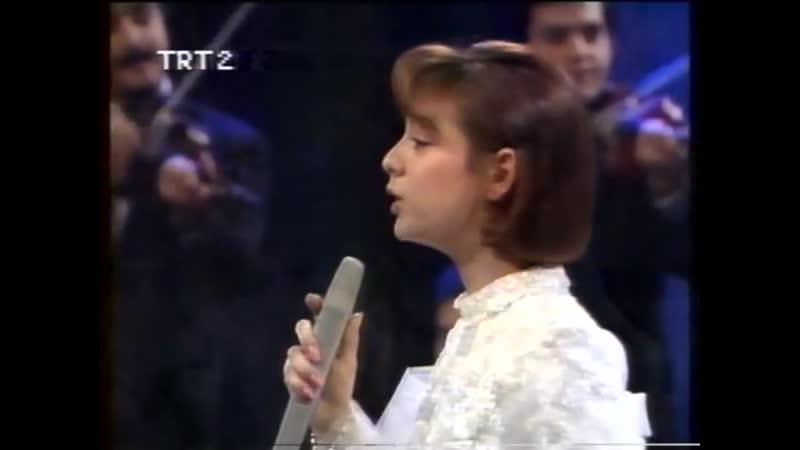 Ebru Gündeş Bana Herşey Seni Hatıratıyor TRT Konseri