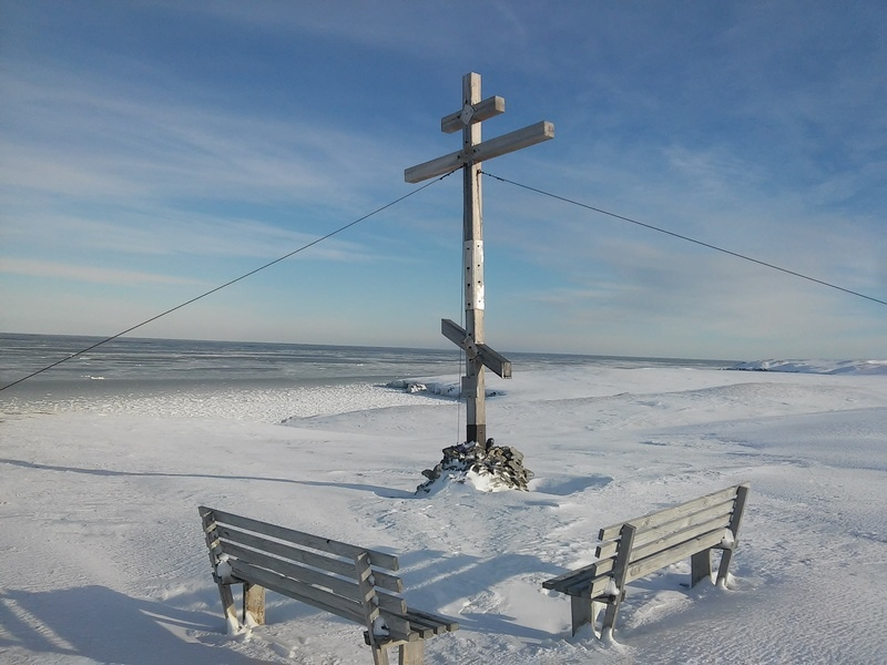 Крест сей воздвигнут в вечное почитание подвига российских мореходов и северных земель первопроходцев…