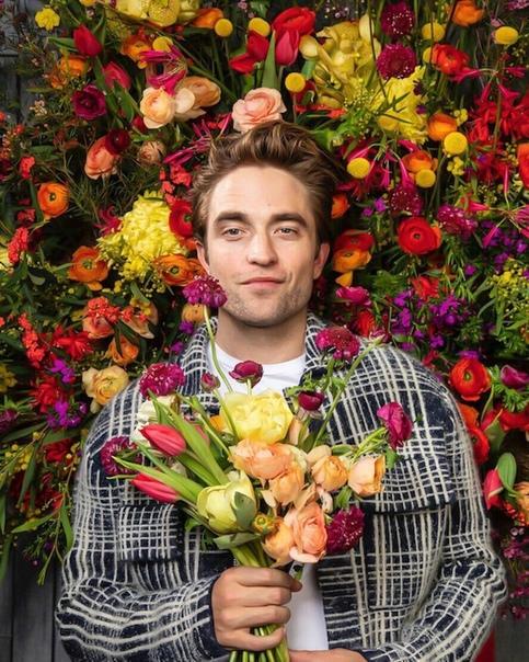 Ученые назвали Роберта Паттинсона самым красивым мужчиной в мире Как сообщает The Sun, пропорции лица актера на 92,15% соответствуют стандарту греческому коэффициенту красоты Фи. Самыми