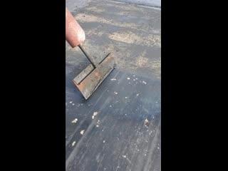 Как удаляют старую резину с гоночных трасс