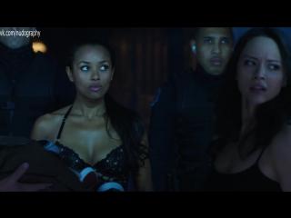 "Мелани Либёрд (Melanie Liburd), Мелисса ОНил (Melissa O'Neil) - ""Тёмная материя"" (Dark Matter, 2016) s02e01 (1080p)"