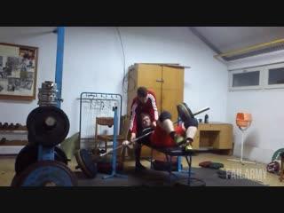 Приколы в спортзале видео )
