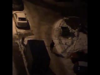 Кто кого: житель Казани атакует шлагбаум