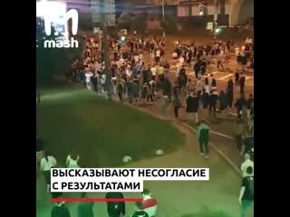 В центре Минска люди вышли на массовый митинг, где происходят столкновения с силовиками
