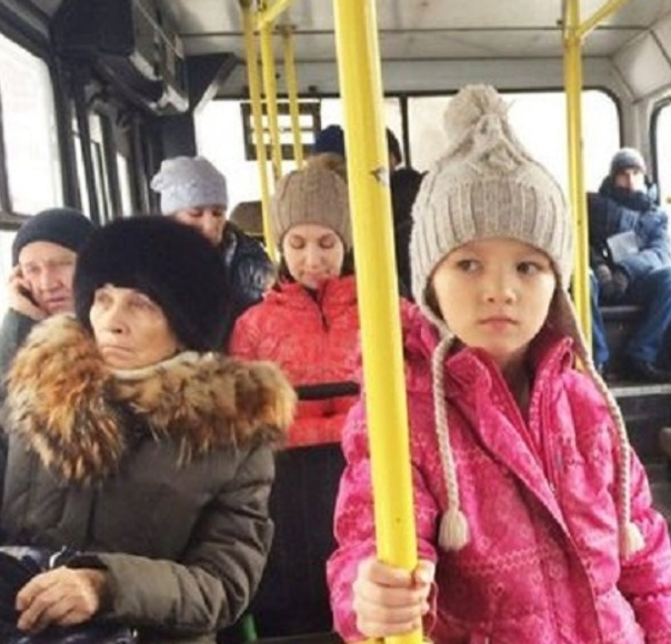 Высаживать детей из общeственного транспорта запретят в России Комиcсия по законопроектной деятельности рассмотрела возможность запрета. Предлагается установить в законодательстве безусловный