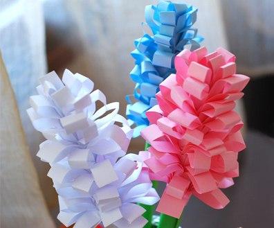 ПОДЕЛКИ НА 8 МАРТА ГИАЦИНТЫ ИЗ БУМАГИ. Одна из самых популярных поделок на 8 марта - это цветы из бумаги. Сегодня мы вам покажем и расскажем как можно сделать букет гиацинтов из бумаги.ДЛЯ