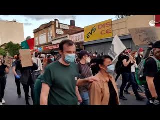 Протестующие выходят на улицы Нью-Йорка из-за смерти Джорджа Флойда