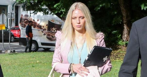 Мошенники. В Словении девушка отрезала себе руку, чтобы заработать миллион, но...22-летняя Юлия Адлесич и её бойфренд Себастьен Абрамов утверждали, что рука была утеряна в результате несчастного