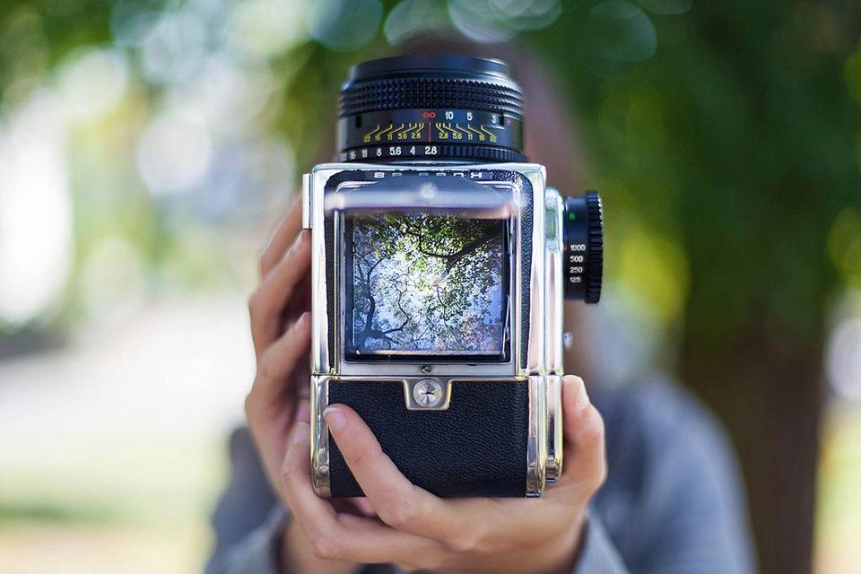 необычного цвета фото сделано на среднеформатную камеру девочек есть дефект