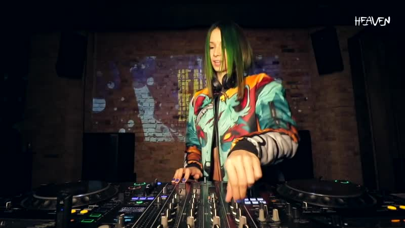 Miss Monique - Live @ Radio Intense 12.03.2020 [Progressive House Melodic]