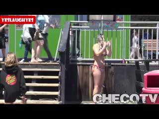 SHAMPOO PRANK ON BEACH GIRLS__ VIDEOMiN.RU