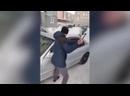 Житель Екатеринбурга разбил стекло своего авто, ради проезда скорой