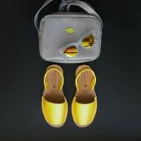 Испанская обувь и стильные очки.