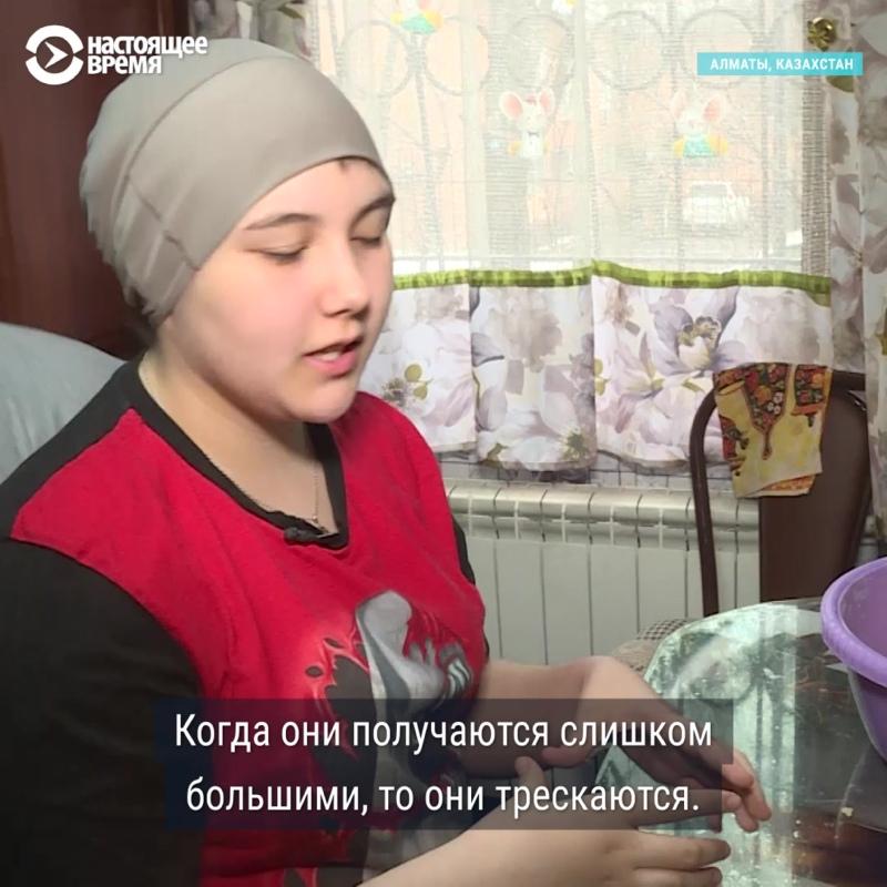 Карина печет и продает печенье, чтобы заработать на лечение