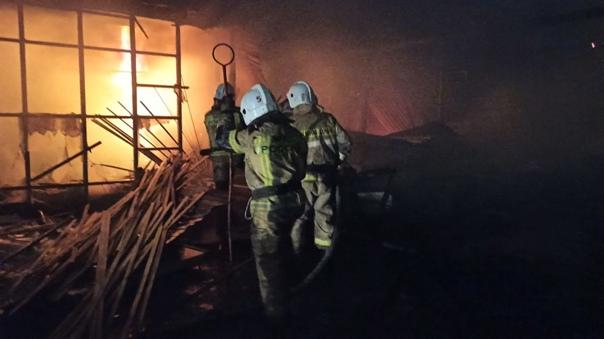В Березовском произошёл пожар на пилораме Минувшим...