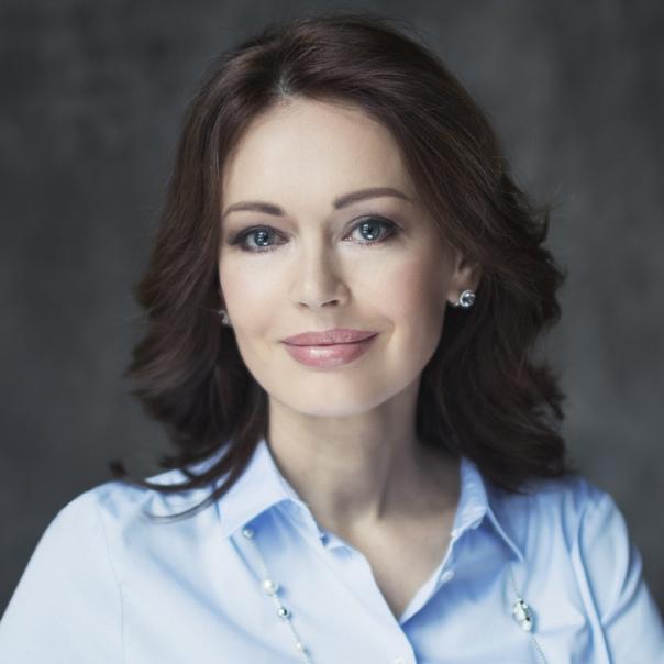 Ирина Безрукова дала совет в своей книге: «Сдергиваешь с него простыню и чмокаешь в задницу!»