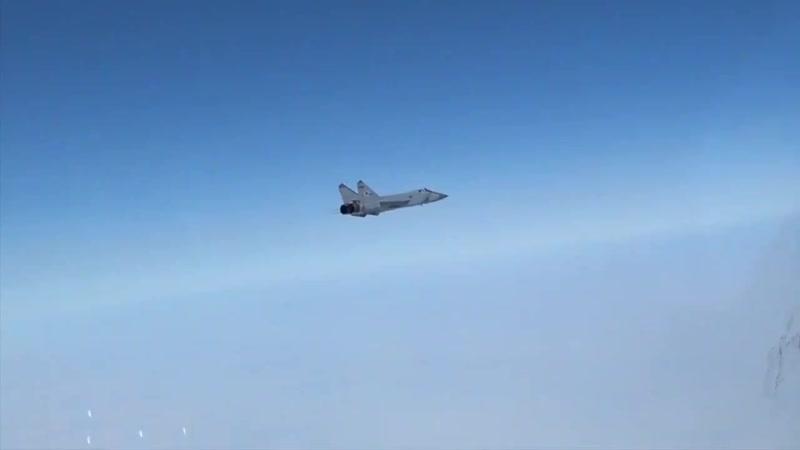 Ту 142МК под прикрытием МиГ 31
