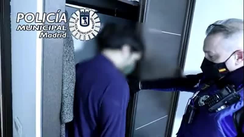 Жители Мадрида устраивают подпольные вечеринки и прячутся от полиции