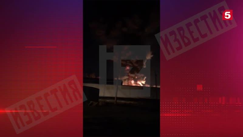 Мощный пожар охватил территорию складов возле военного госпиталя Вишневского в Подмосковье