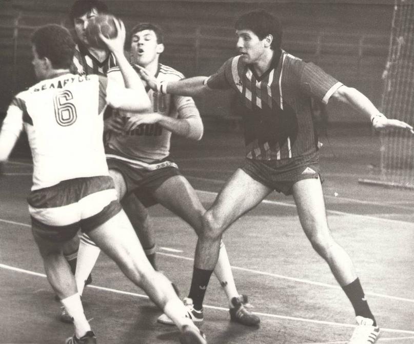 Андрей Паращенко и Андрей Барбашинский против Игоря Власкина и Владислава Калараша.