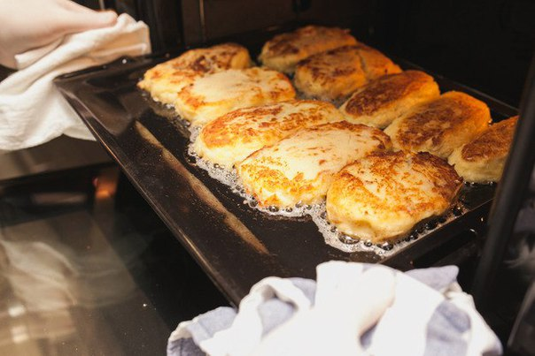Картофельные зразы, фаршированные мясом  Ингредиенты:  Картофель 2 кг Яйца 2 шт. Свинина...