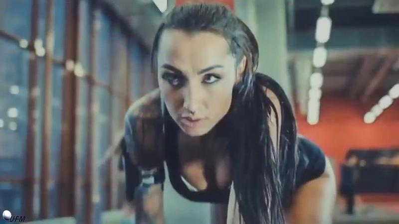 Бикинистки на тренировке Фитнес мотивация