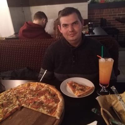 Илья, 24, Kol'chugino