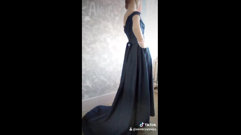 платье из джинсы со шлейфом