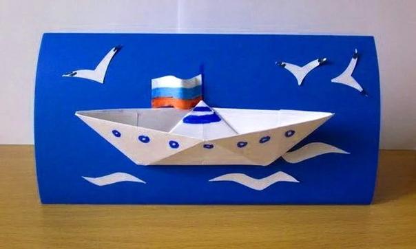 Предлагаем вам идеи детских поделок на 23 февраля Для изготовления вам понадобятся цветная бумага, картон, канцелярский клей. Ну и конечно, хорошее настроение. Поделки можно сделать как вместе с